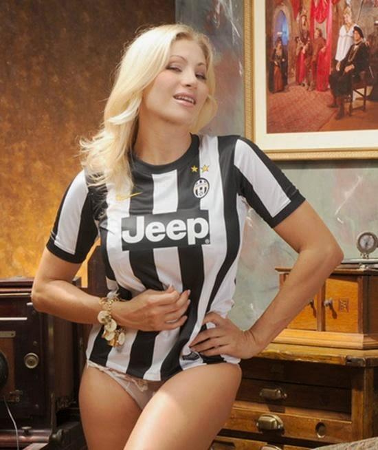 2 Bintang Film Dewasa Dukung Juventus Dengan Cara Luar Biasa