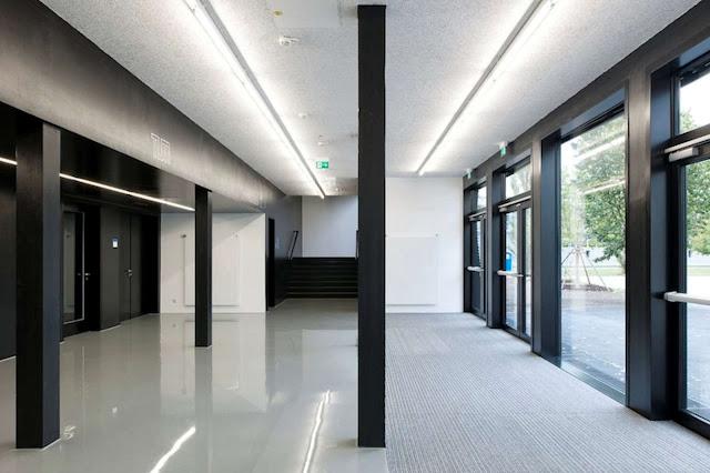 08-Lecture-Hall-by-Deubzer-König-Rimmel-Architekten