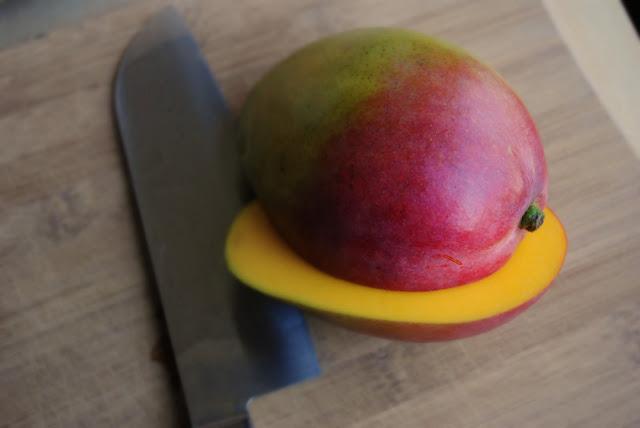 How To Dice Up A Mango l SimplyScratch.com