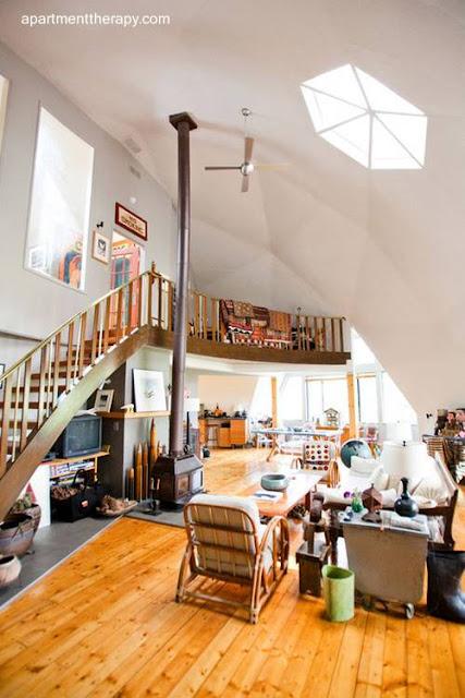 Vista interior de casa domo geodésico en Ventura, California