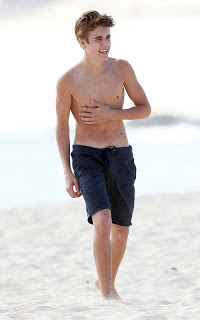 Shirtless Justin Bieber's Mexican Beach Stroll