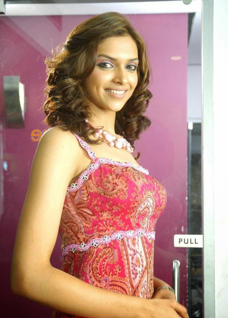 Deepika Padukone in Pink Mini Skirt Big Huge Raised Boobs pics