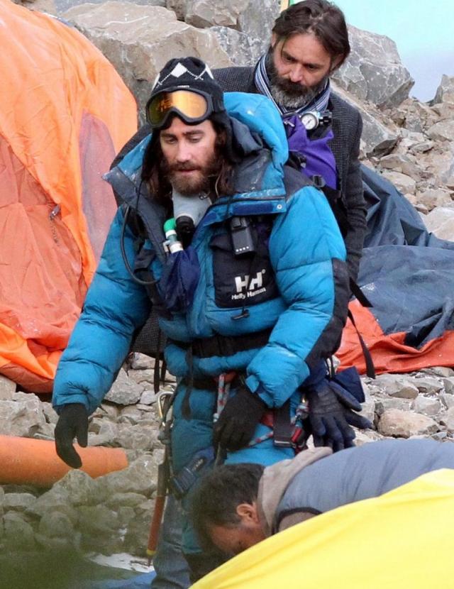 Jake Gyllenhaal luce enorme barba como un viejo para su nueva película Everest