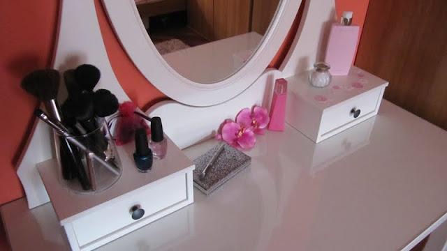 Sogni di zucchero filato blog make up table 3 - Specchio make up ikea ...