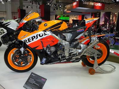 2011 Repsol Honda RC212V Motorcycle Official MotoGP