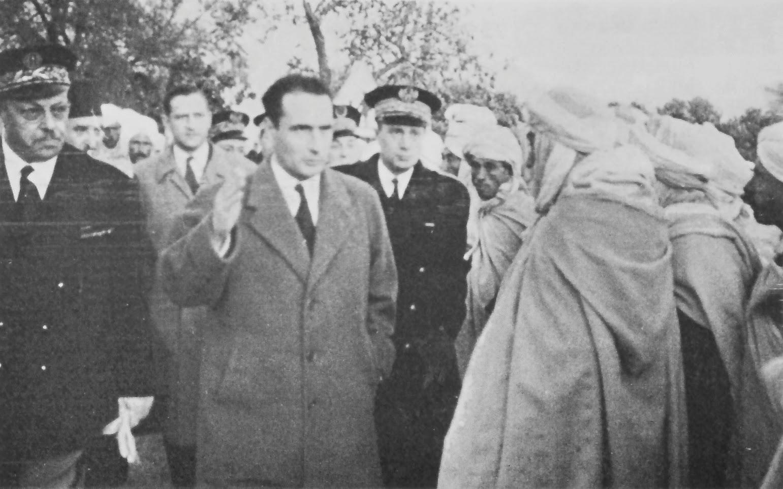 Algérie 1830-1962 - Page 3 Fran%C3%A7ois_Mitterrand_(guerre_d'Alg%C3%A9rie)