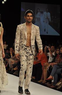 Prateik & Amyra walk for Ken Ferns at Lakme Fashion Week-2013