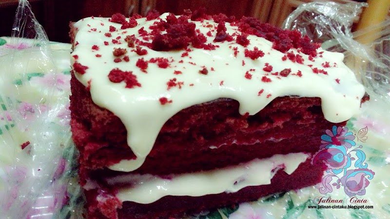 LOVELY RED VELVET