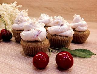 Cupcakes s třešněmi