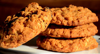 Oatmeal-Chocolate Chunk-Raisins Cookies