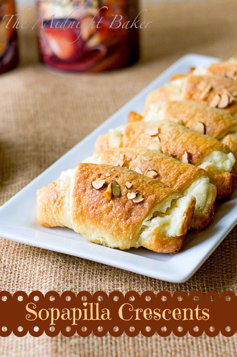 Sopapilla Crescents | bakeatmidnite.com | #desserts #cresentrolldough #sopapilla