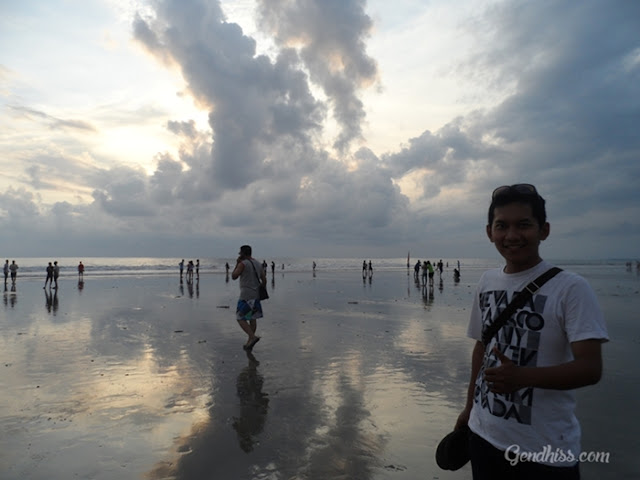 Berburu Sunset di Pantai Kuta