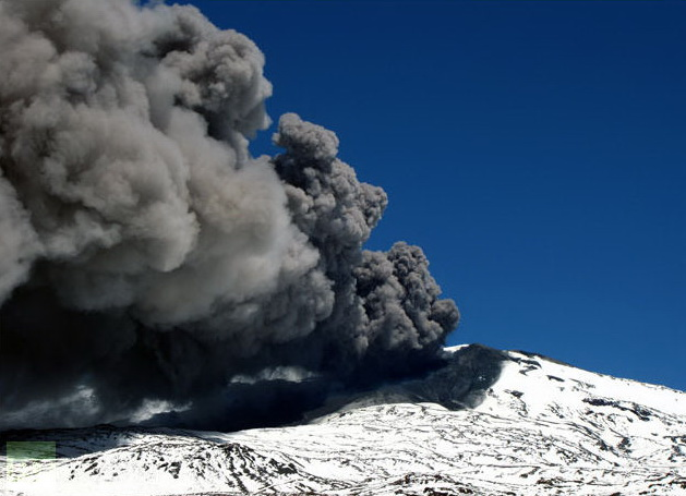 http://silentobserver68.blogspot.com/2012/12/red-alert-issued-for-chilean-volcano.html