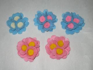 kreasi aneka bros kombinasi 3 bunga dari kain flanel