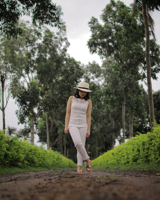 head to toe white, lipa batangas, la finca, rayban metallic pink, flash lens, aldo metallic pink sandals