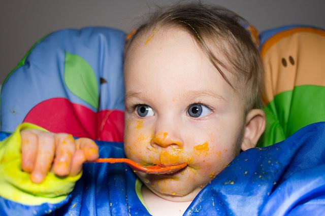 Baby Led Weaning con 15 meses bebe manchado