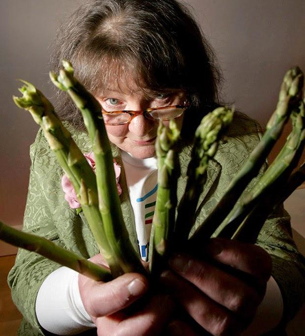 Jemima Packington lê o futuro em espargos