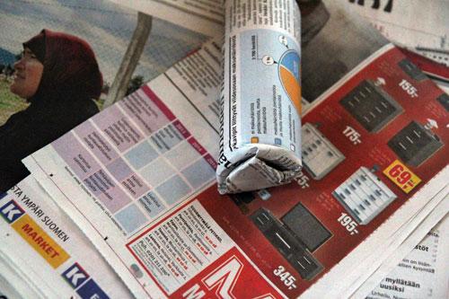 tukevia ruukkuja sanomalehdestä