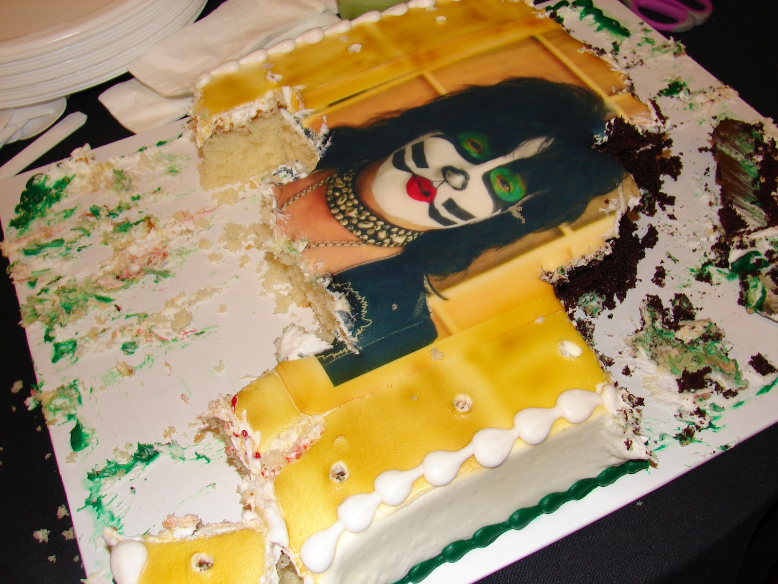 Kissopolis Eric Singers Birthday Cake At The 2012 Indy Kiss Fan Expo