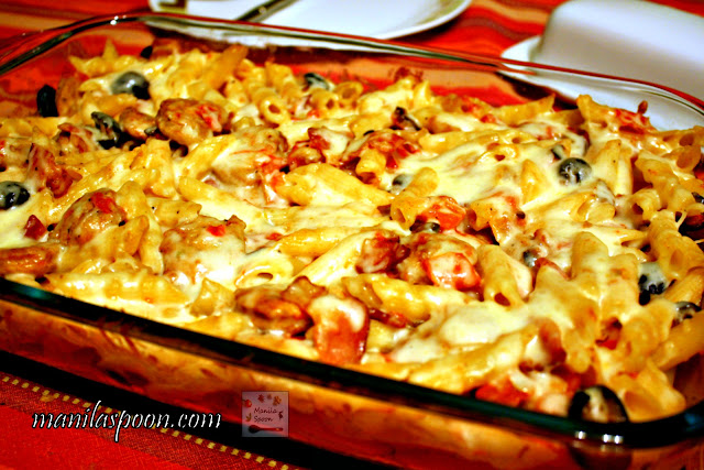 This casserole dish is deliciously comforting! With bacon, sausages, olives and cheese - - you can't lose with this easy and yummy Sausage and Pasta Bake!