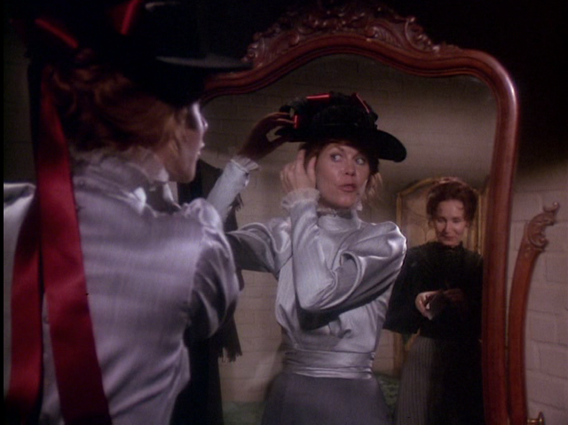 THE LEGEND OF LIZZIE BORDEN: Emma (Katherine Helmond) visits Lizzie (Elizabeth Montgomery) in jail