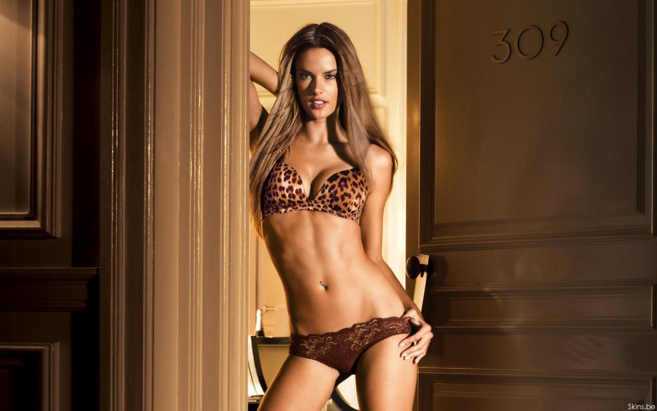 http://4.bp.blogspot.com/-iHhkkxE9Xvw/TwJ96csRiqI/AAAAAAAABVo/iuBiZ7dH2OA/s1600/Alessandra+Ambrosio+3.jpg