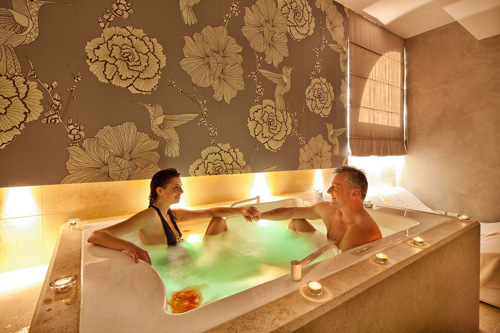 Wellnessraum zuhause  6-Spa-Suite-whirpool.jpg