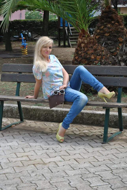 outfit stampa a fiori shirt stampa a fiori come abbinare la stampa a fiori décolleté gialle scarpe guess elisabetta franchi outfit agosto mariafelicia magno fashion blogger color block by felym fashion blog italiani fashion blogger italiane ragazze bionde summer outfits jeans e tacchi abbinamento jeans e tacchi jeans and heels
