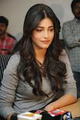 Shruti Haasan Gorgeous Photos at Yevadu Success Meet-thumbnail-6