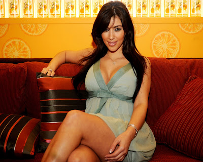 kim_kardashian_model_hot_wallpaper_11_fun_hungama_forsweetangels.blogspot.com