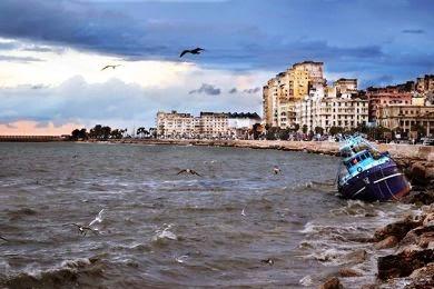 """الأرصاد الجوية تكشف حقيقة """"موجات تسوماني"""" علي مصر"""