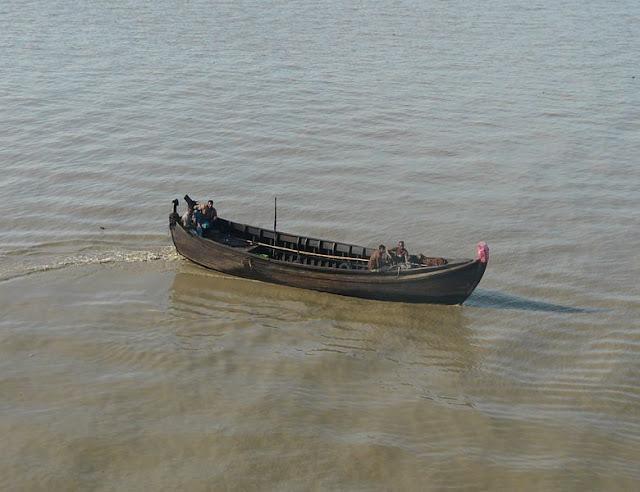 Gambar Sampan digunakan di danau