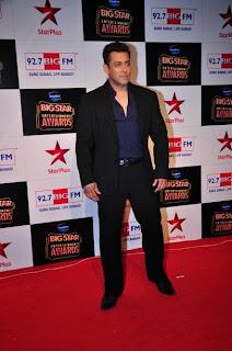 Superstar Salman Khan dazzles with Jacqueline, Priyanka and Shahid at Big Star Awards 2014!.JPG