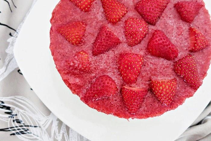 Milchreistorte mit Erdbeeren
