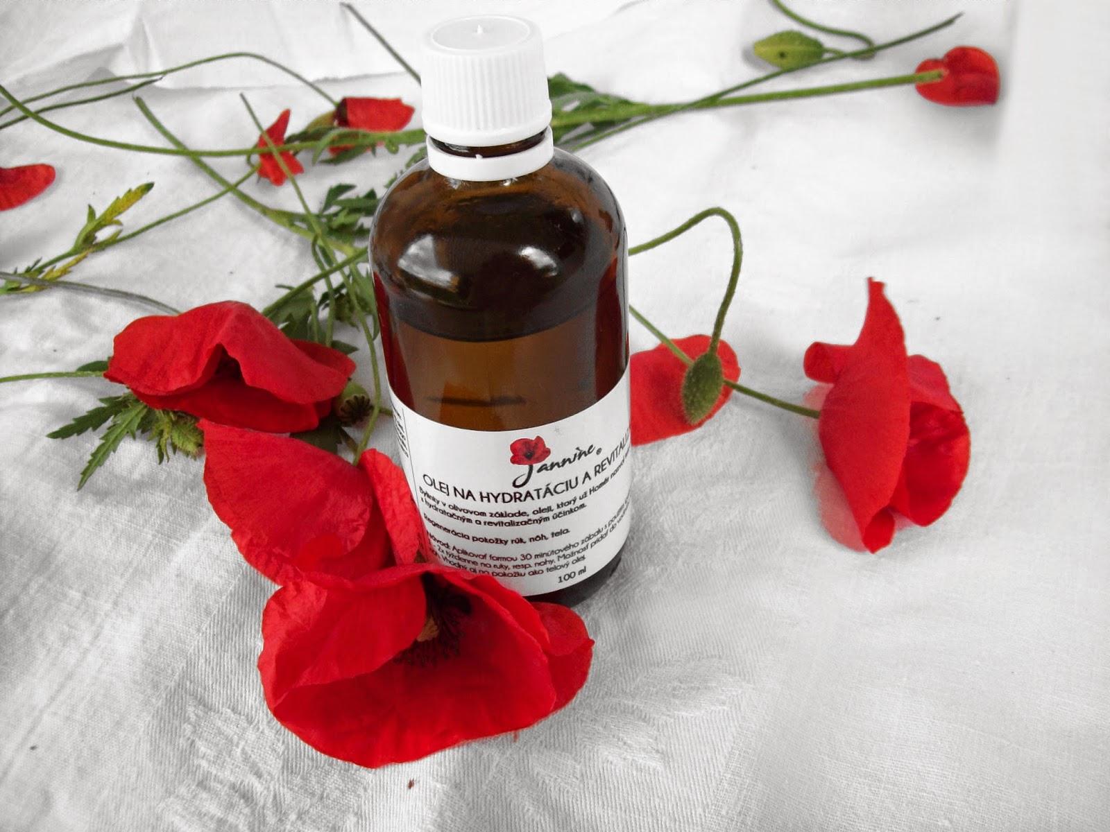 Tento bylinkový a čisto prírodný olej chráni lekárenská fľaštička a bezpečnostný uzáver. Olej onačuje etiketa s krásnym logom značky Jannine.