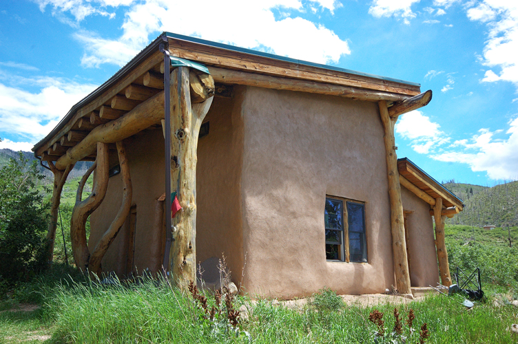 Temperate Climate Permaculture: Straw Bale Homes are Beautiful