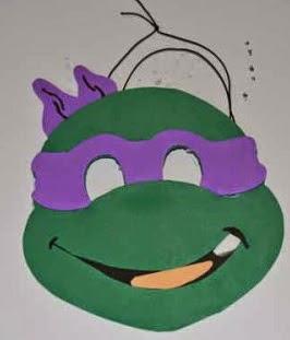 http://manualidadesreciclables.com/15919/antifaz-con-forma-de-cara-de-las-tortugas-ninjas