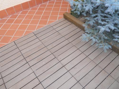 Brico y casa suelo de madera sint tica composite bricolaje - Colocar baldosas suelo ...