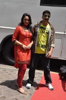 Akshay Kumar & Sonakshi Sinha promote Rowdy Rathore