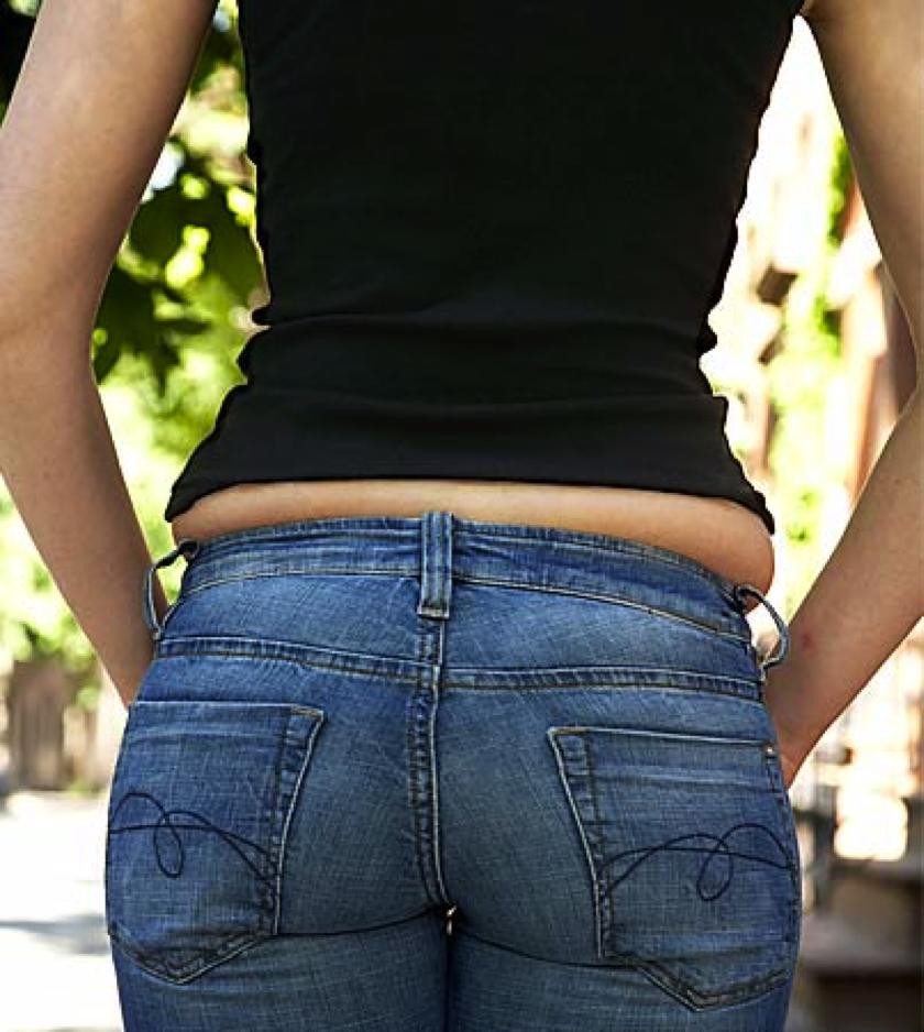 Фото торчащих бикини з под штанов