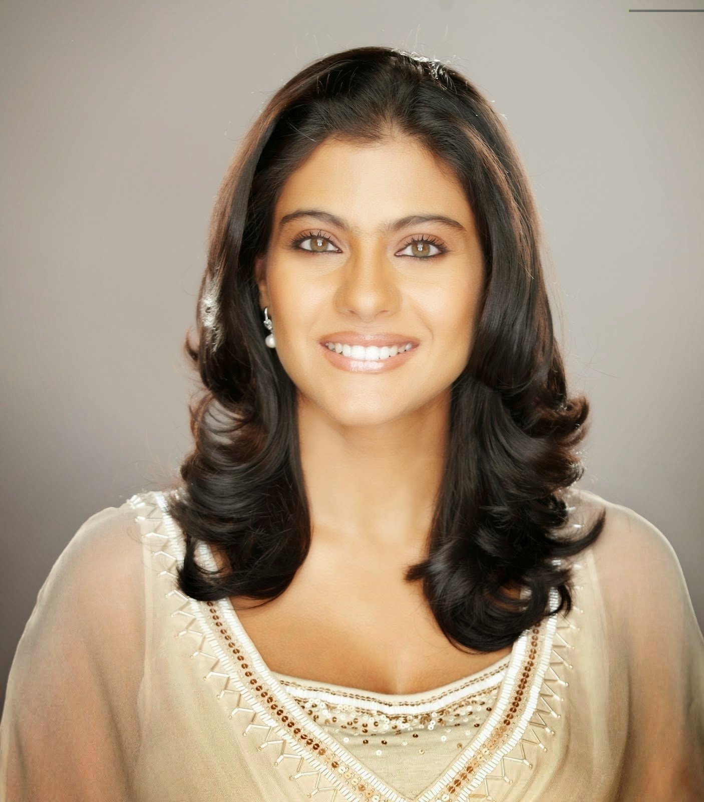 Beautiful Actress Kajol HD Wallpaper