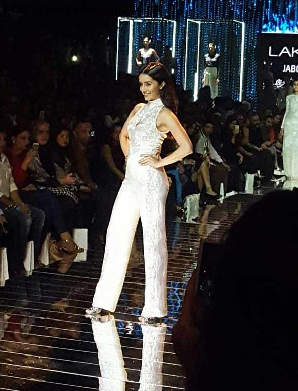 Shraddha Kapoor sizzle in Namrata Joshipura's Lakme Fashion Week show