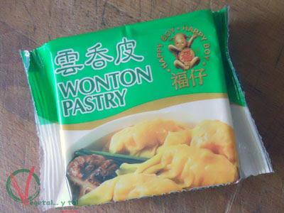 Paquete de pasta de wonton.