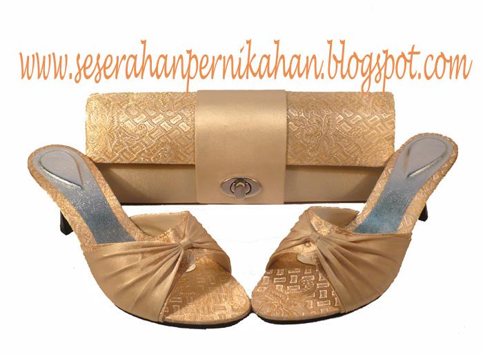 Paket Seserahan Pernikahan   Tas Pesta Songket Gold Kunci Putar dan Sandal  Pesta Songket Gold (KODE 330) 1cc6f4e5af