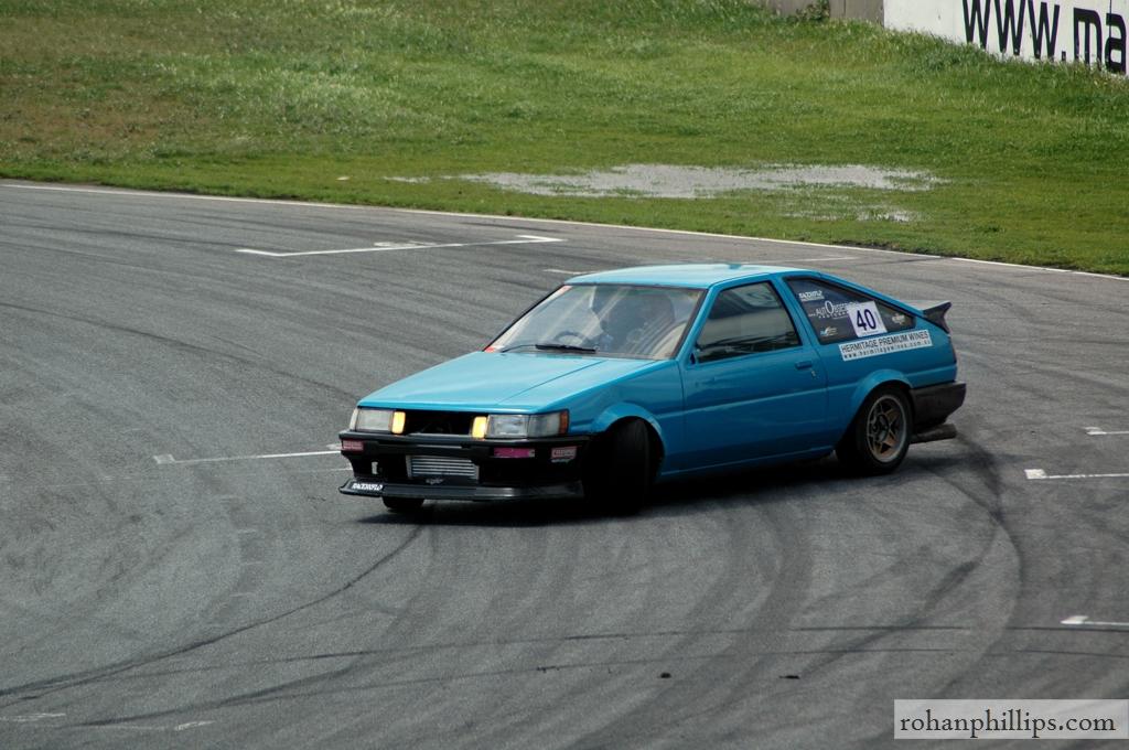 Toyota+Sprinter+AE86+drifting+Mallala+2005+2.jpg