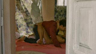0007215550749 29 di33 Dira Paes em cenas de sexo em Amores Roubados