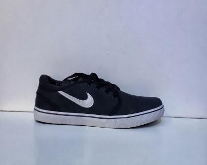 Sepatu Nike Stefan Janoski abu