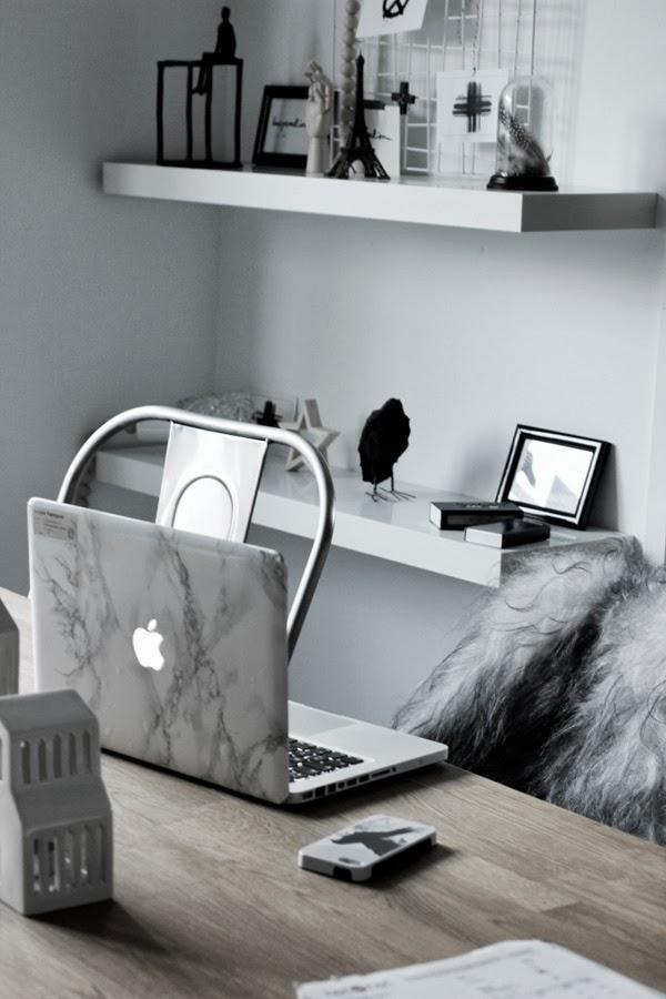 diy marmor, pimpa datorn, locket till laptop med marmor, pyssel, fin dator, mac dator pro, laptop, använda plastfilm från panduro, plastfilm marmor, göra själv