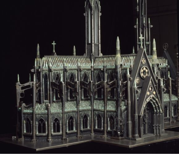 al farrow esculturas relicários templos religiosos símbolos armas munição Catedral