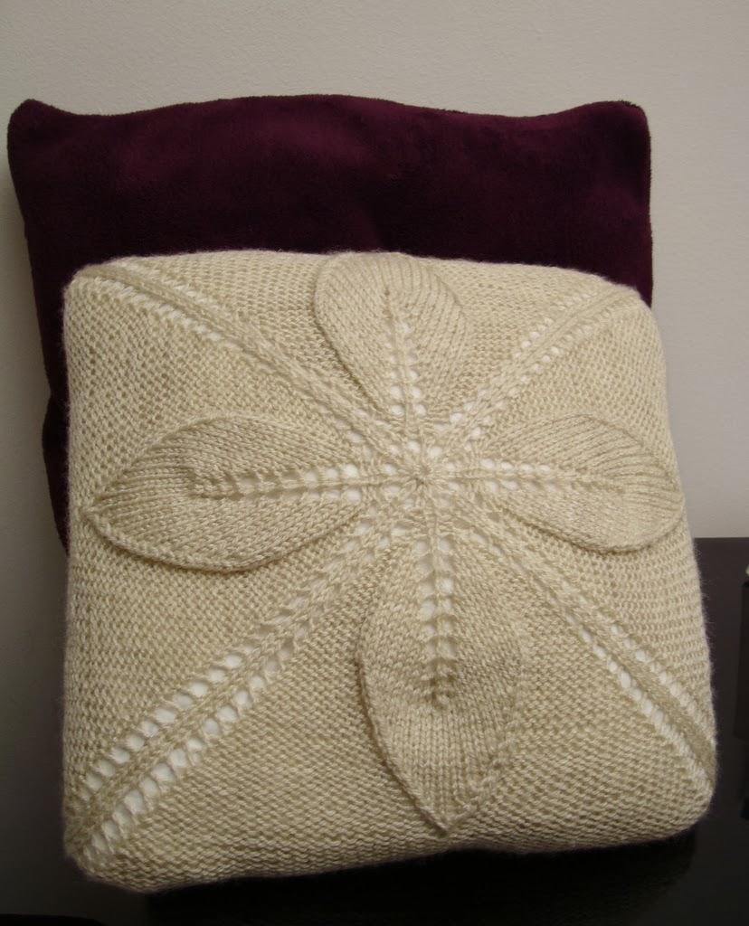 Poduszka w liście na drutach